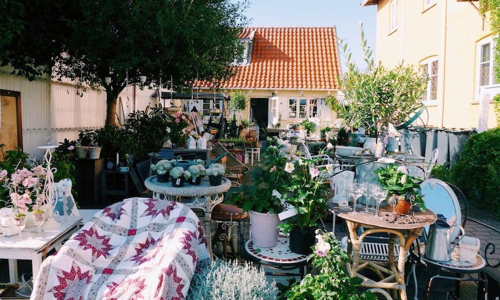 Dänischer Trödel im HInterhof