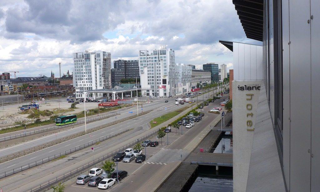 Blick vom Hotel Copenhagen Island auf die Hauptstraße