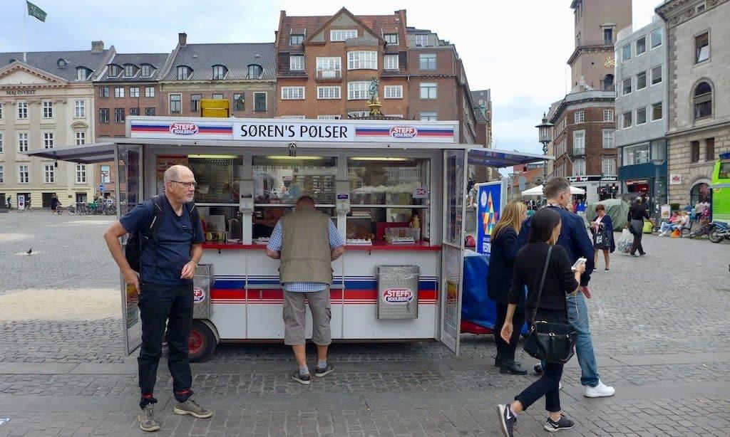 Dänische Hotdogs, ein Hotdog-Wagen in Kopenhagen