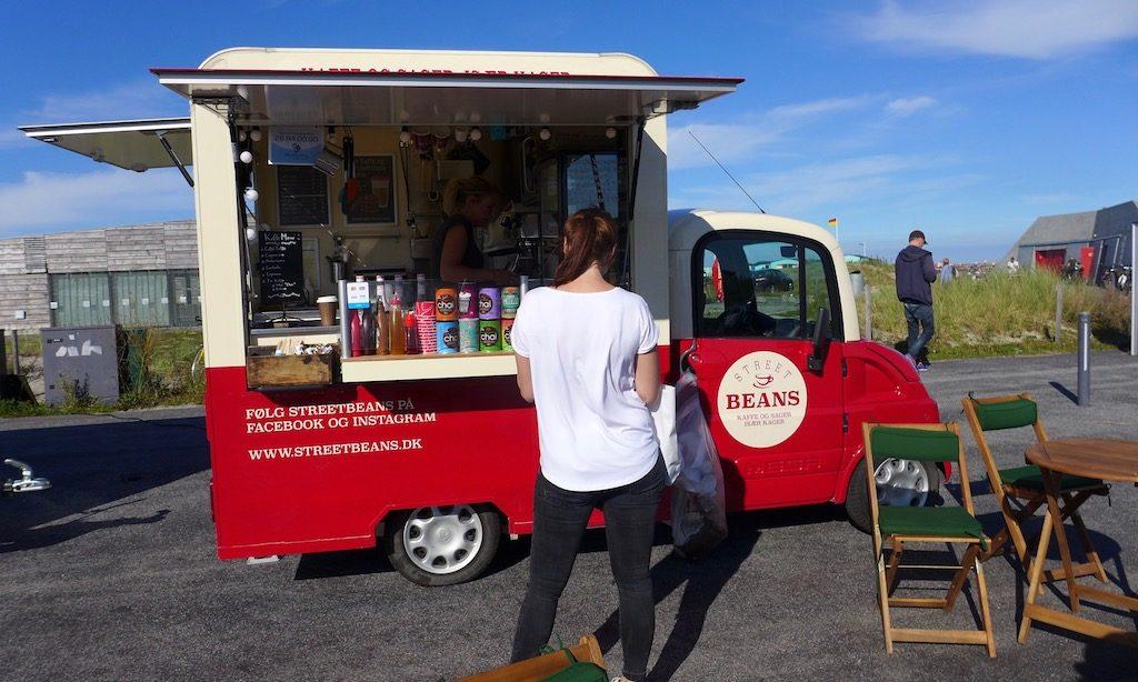 Kleiner süßer Kaffeewagen am Amager Strandpark