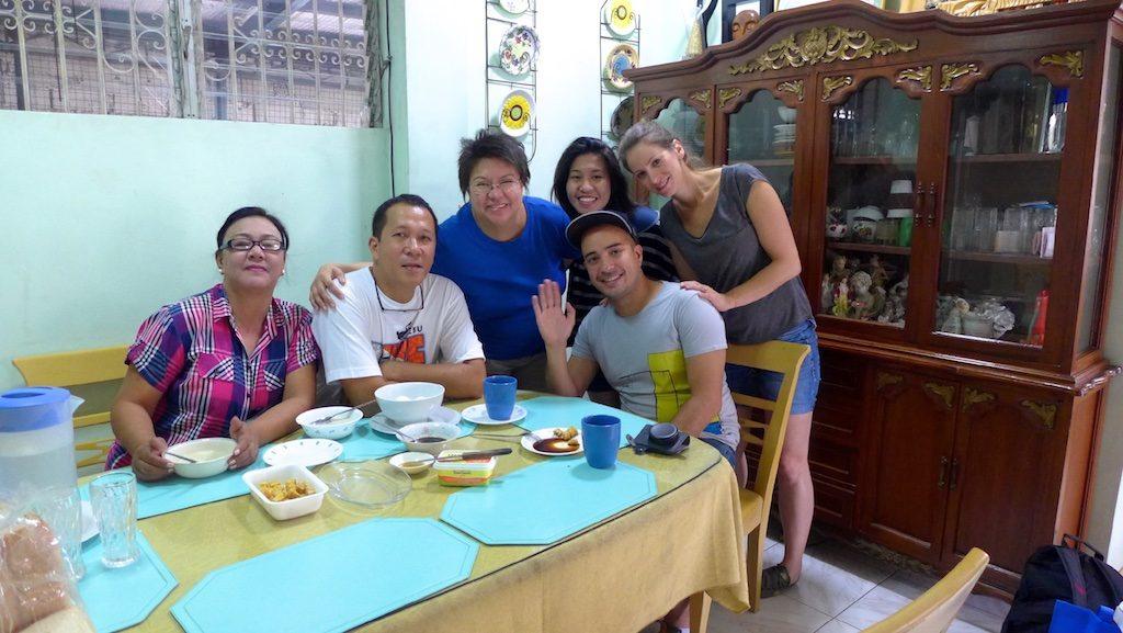 Deutsch-Philippino mit seiner Familie