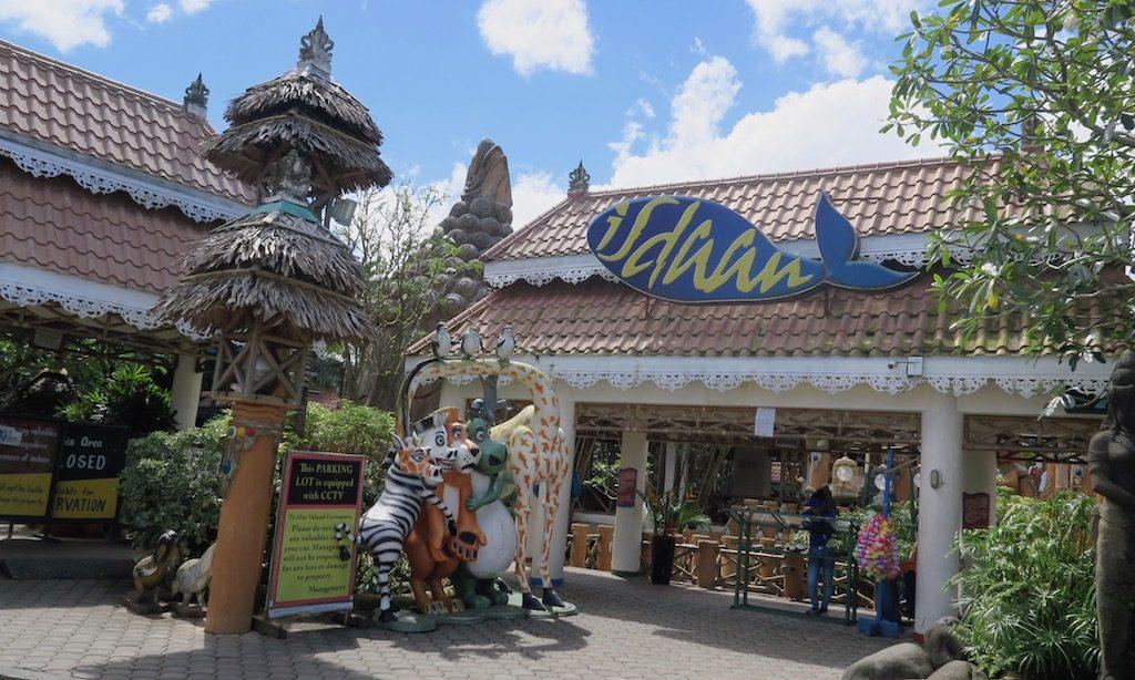 Der Eingang vom Isdaan Floating Restaurant