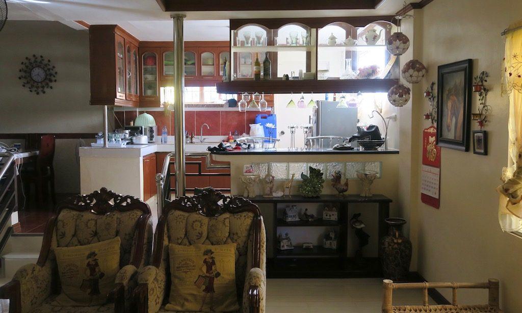 Die Wohnküche einer Philippinischen Wohnung