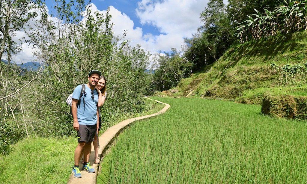 Ein junges Paar aus Deutschland in den Reisterrassen von Hapao