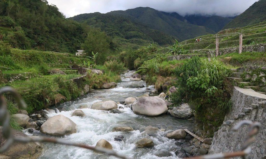 Fluss bei den Reisterrassen von Hapao