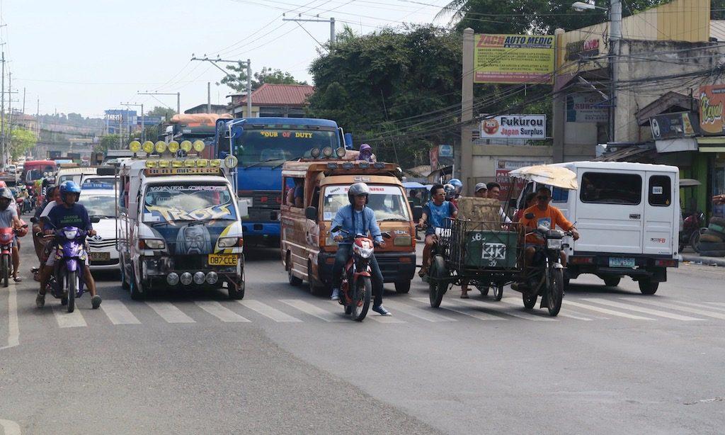 Heavy Traffic an der Hauptstraße in MInagnilla
