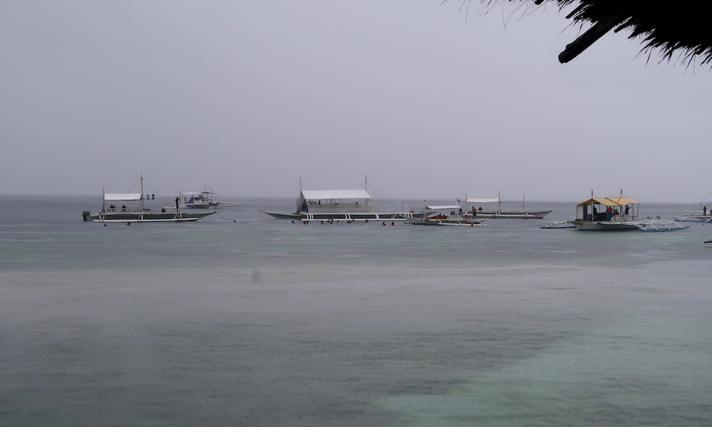 Bootstour am rainy day am Panagsama Beach