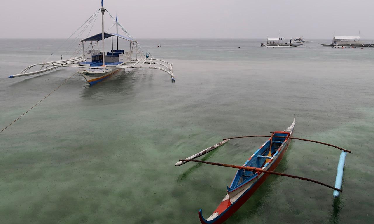 Bangkas am rainy Panagsama Bay