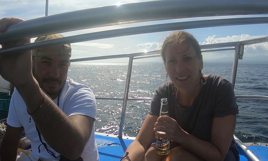 Bendja und Maus am Board der Coco Adventurer mit San Miguel