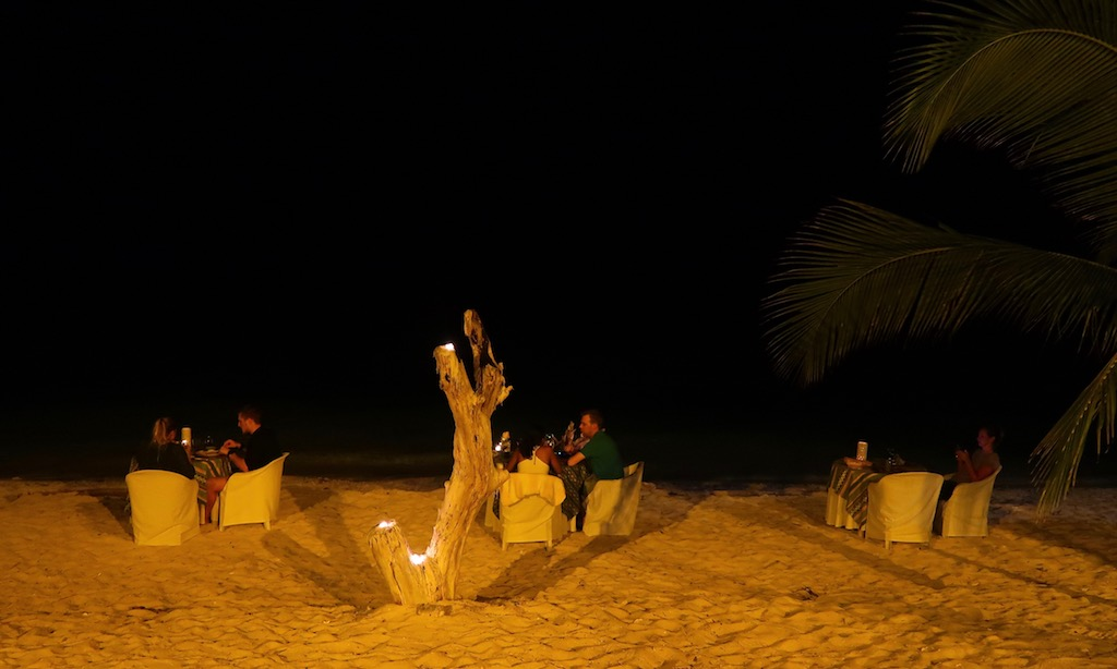 Dinner am Strand im Salamanders des Coco Groves
