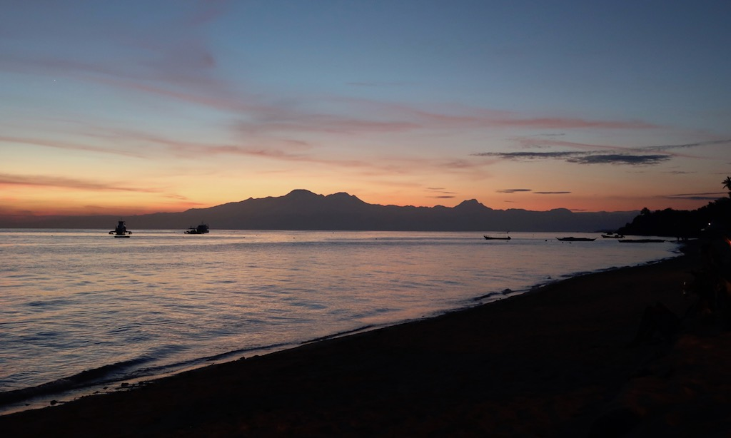 Sonnenuntergang am Tubod Beach beim Coco Grove Beach Resort