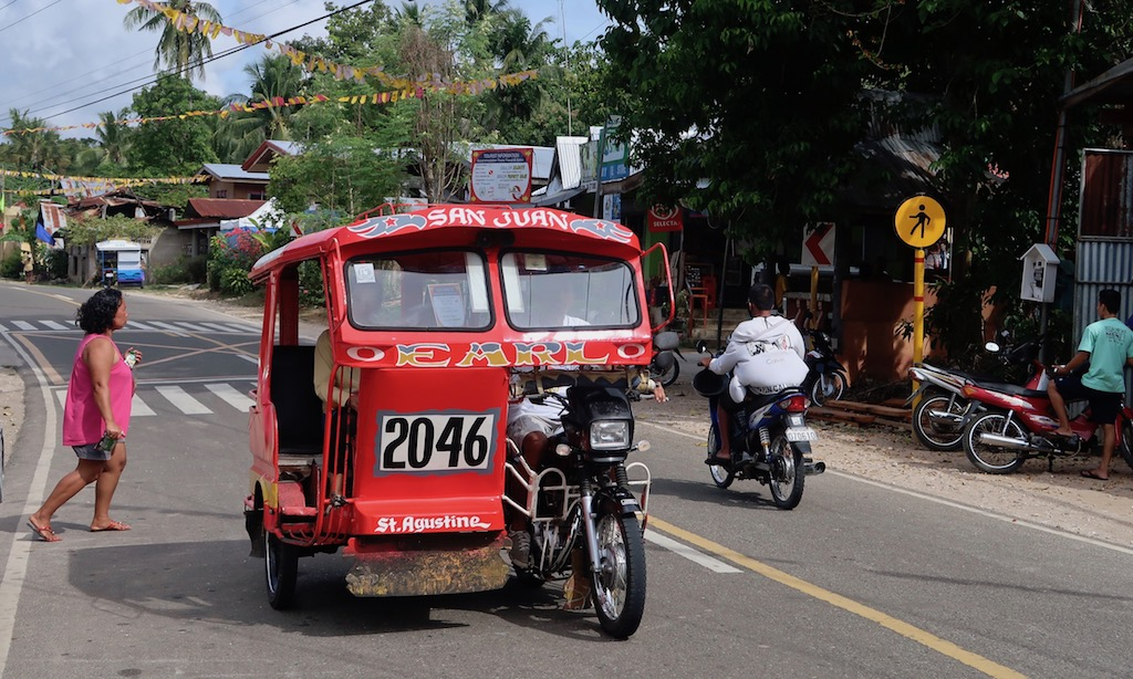 Rotes Trycycle in San Juan Siquijor