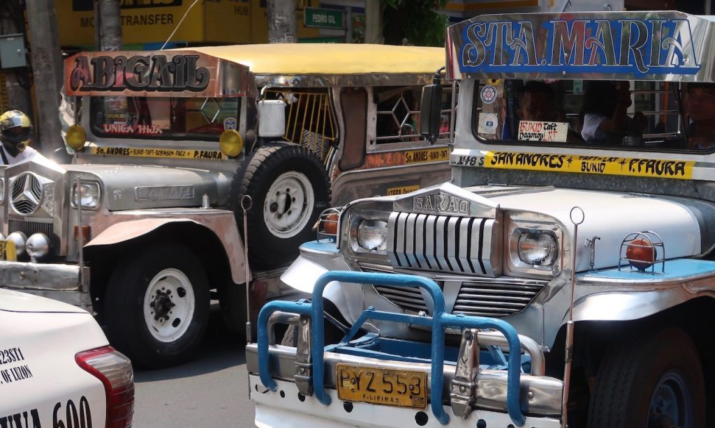 Silberne Jeepneys in Ermita