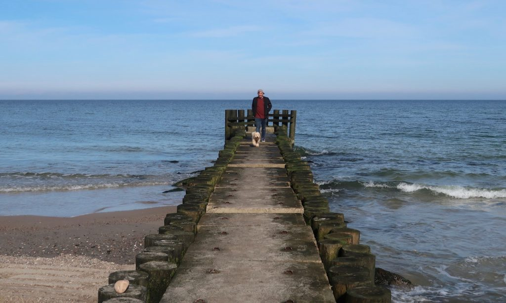 Bendja und Lolo am Strand Poczele